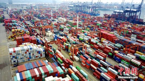 图为航拍深圳盐田港集装箱码头。(资料图片) 中新社记者陈文摄