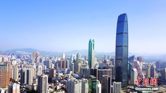 图为航拍深圳标志建筑之一京基100大厦。(资料图片) 中新社记者陈文摄