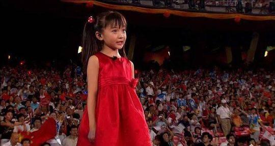 张艺谋10年后回应假唱事件 林妙可父母:已不纠结