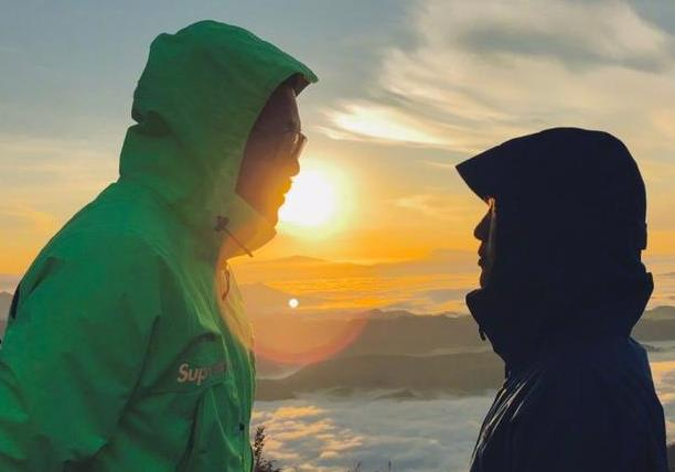 徐佳莹晒照宣布喜讯:歌手跟导演结婚了