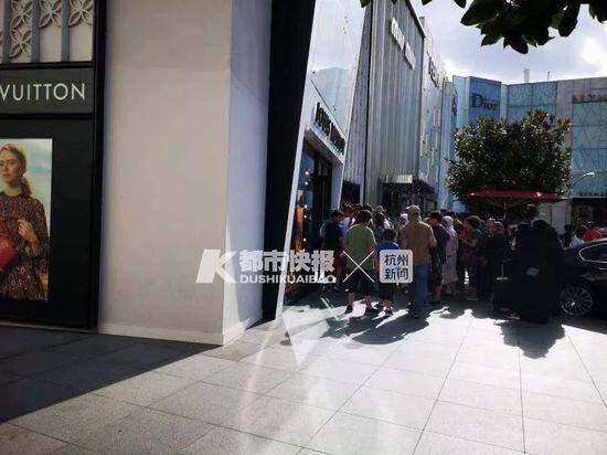 8月10日土耳其伊斯坦布尔奢侈品店排起长队