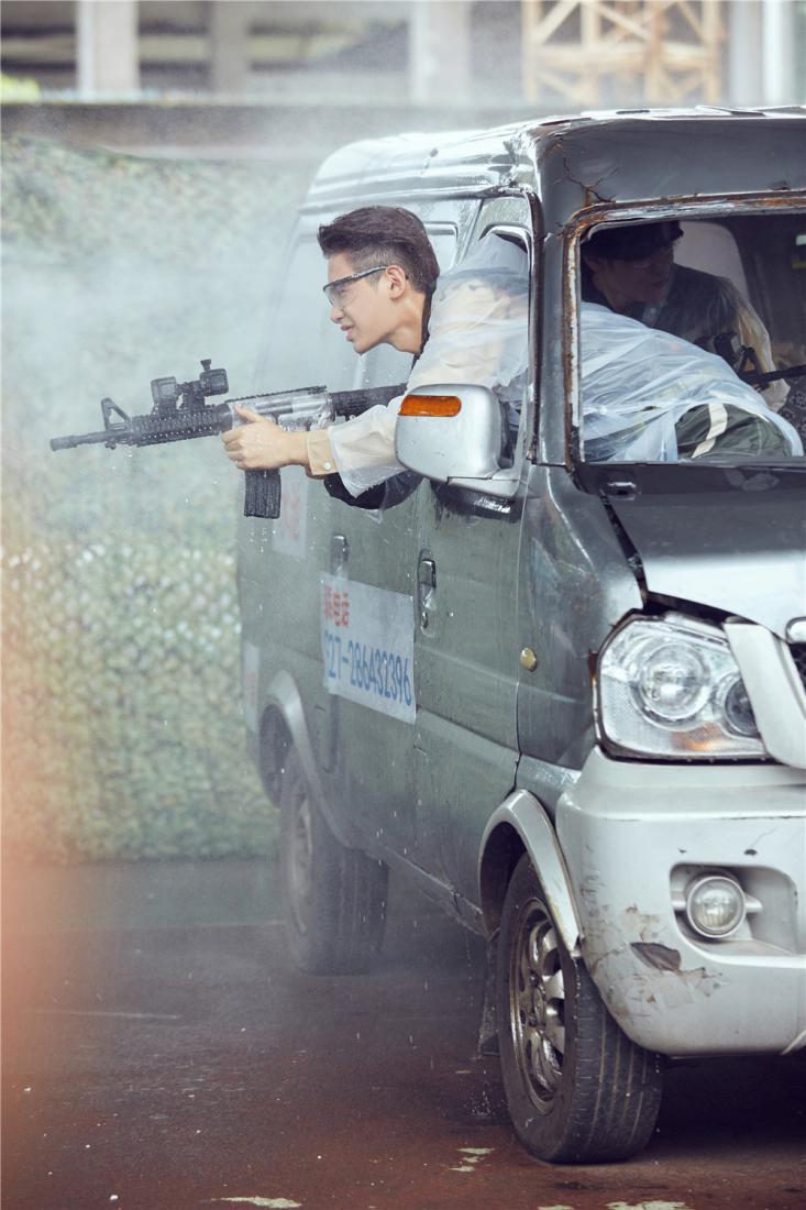 《勇敢的世界》今日上线 杜江自爆曾被打断下巴