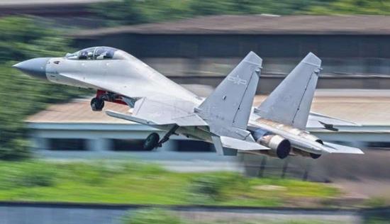 资料图片:中国空军歼-16战机。(图片来源于网络)