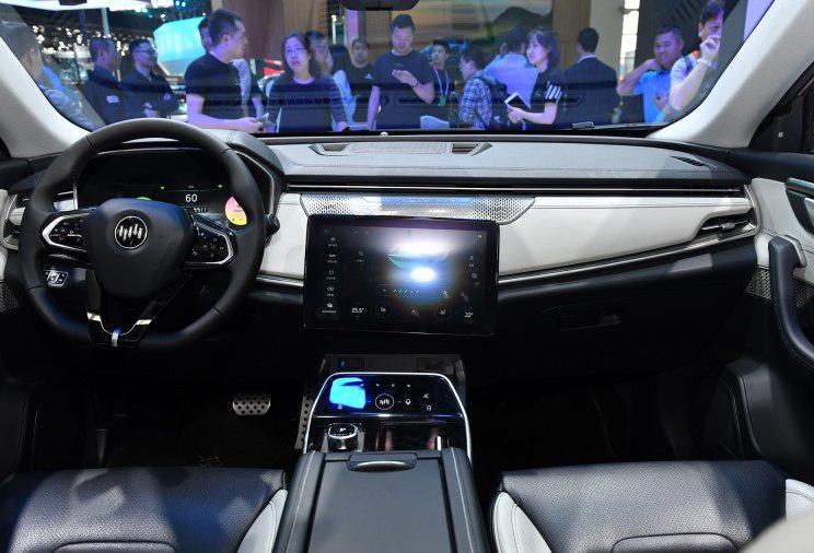威马EX5新车型上市续航提升/补贴后16.98-18.98万元