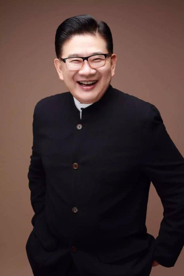 上海知名主持人自杀身亡?曹可凡本人公开声明