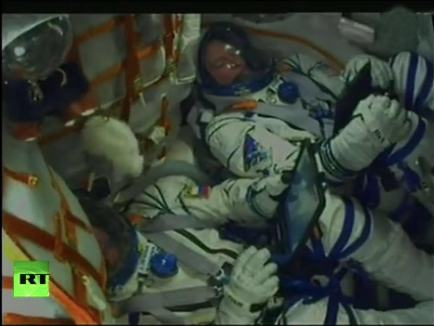 俄载人飞船发射出现事故 两名宇航员紧急安全着陆