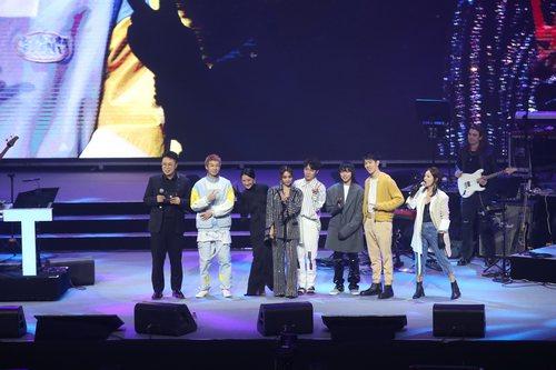 周迅分享五年公益历程  吴青峰窦靖童同台献唱
