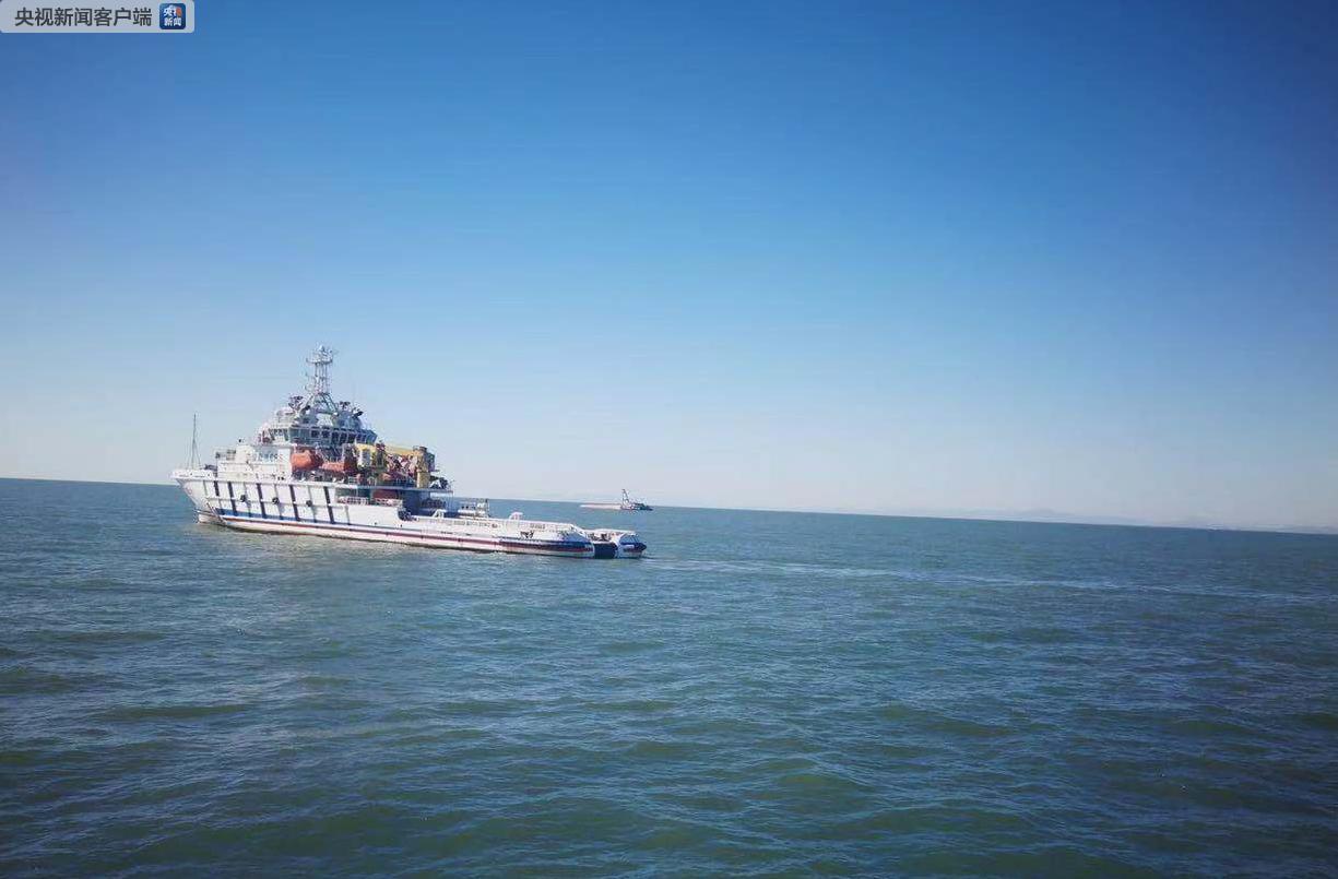 辽宁海域翻沉运砂船上1名船员获救 仍有10人失联