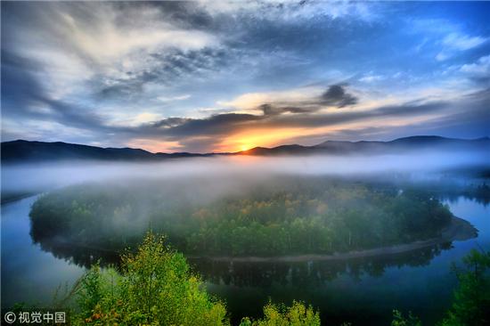 窗外掠过的风景总都能定格成美丽的画面,让人在每个转角都能遇见不同