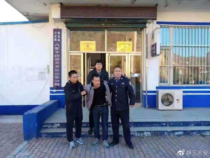 辽宁葫芦岛一小学门前轿车撞倒多名学生 6死17伤
