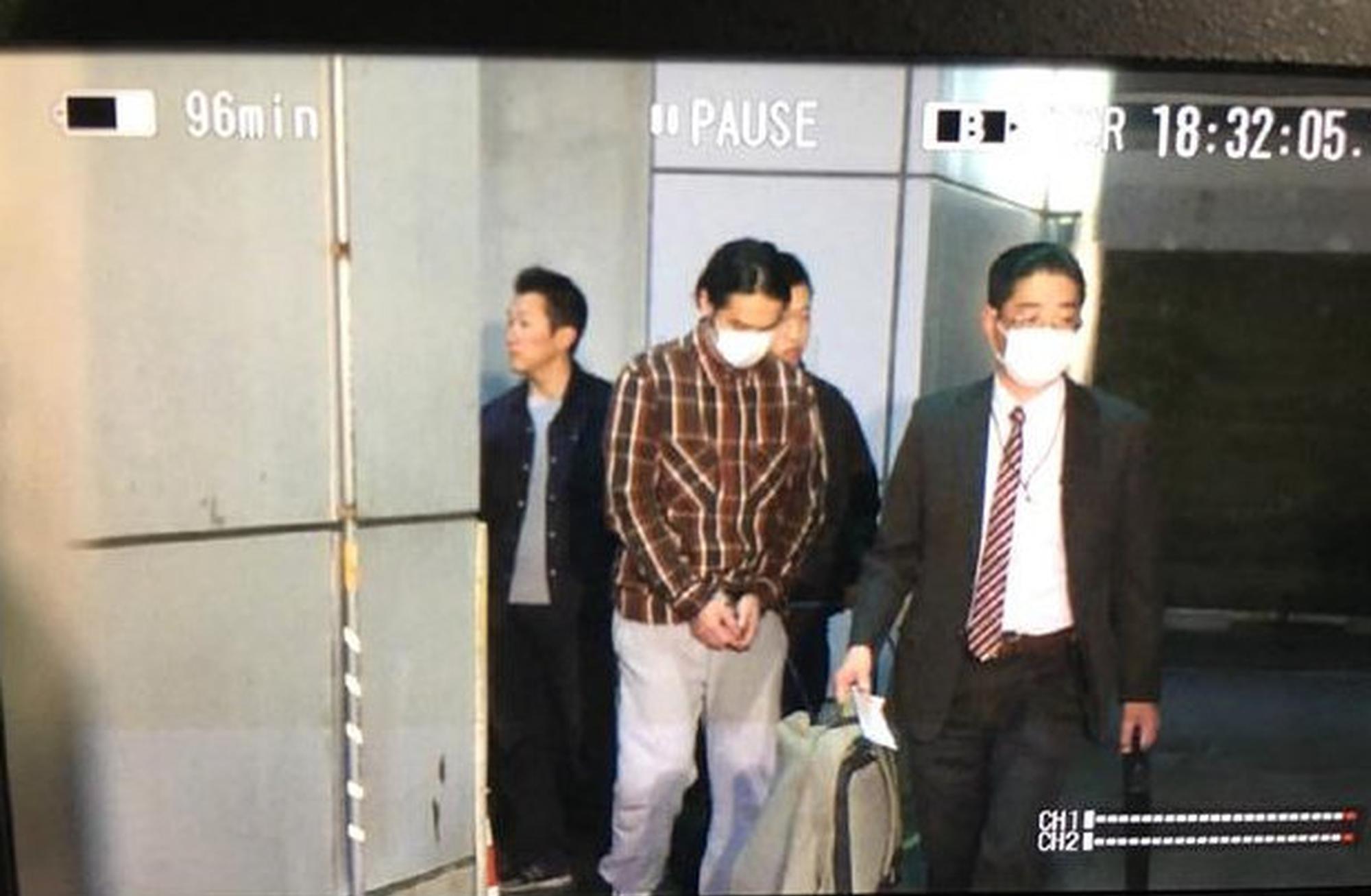 根据日本法律蒋劲夫现身不属于自首。