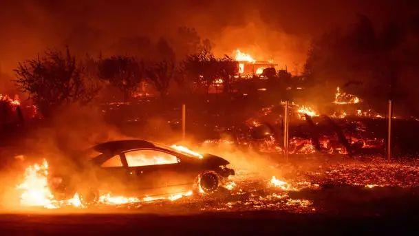 美国加州大火成史上最严峻山火.