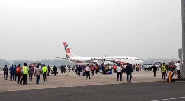 孟加拉国客机遭劫 孟加拉国一客机飞往迪拜途中遭持枪劫持 劫机者射伤一人后被击毙
