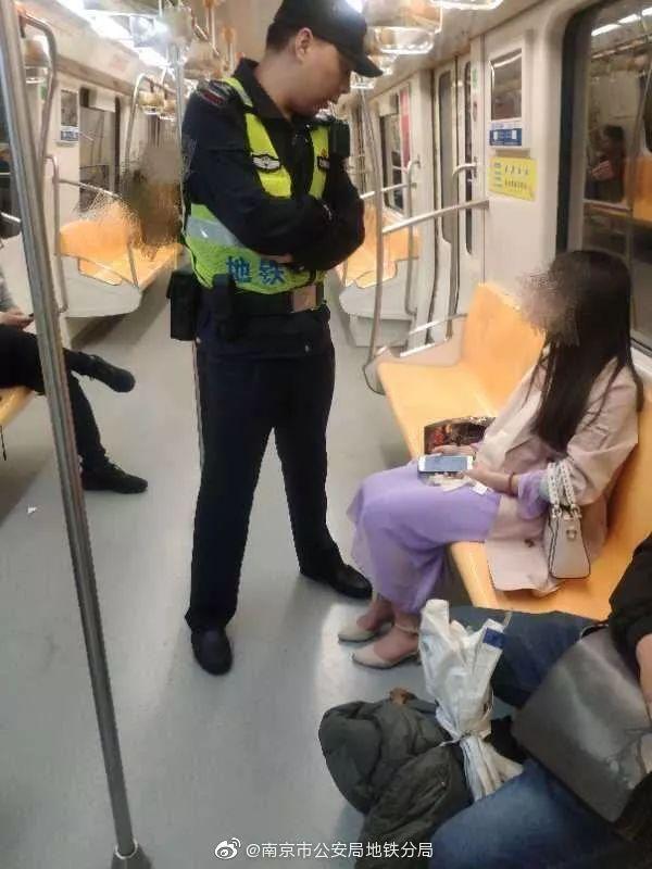 深夜警察向陌生姑娘要微信 聊天记录曝光后网友狂赞