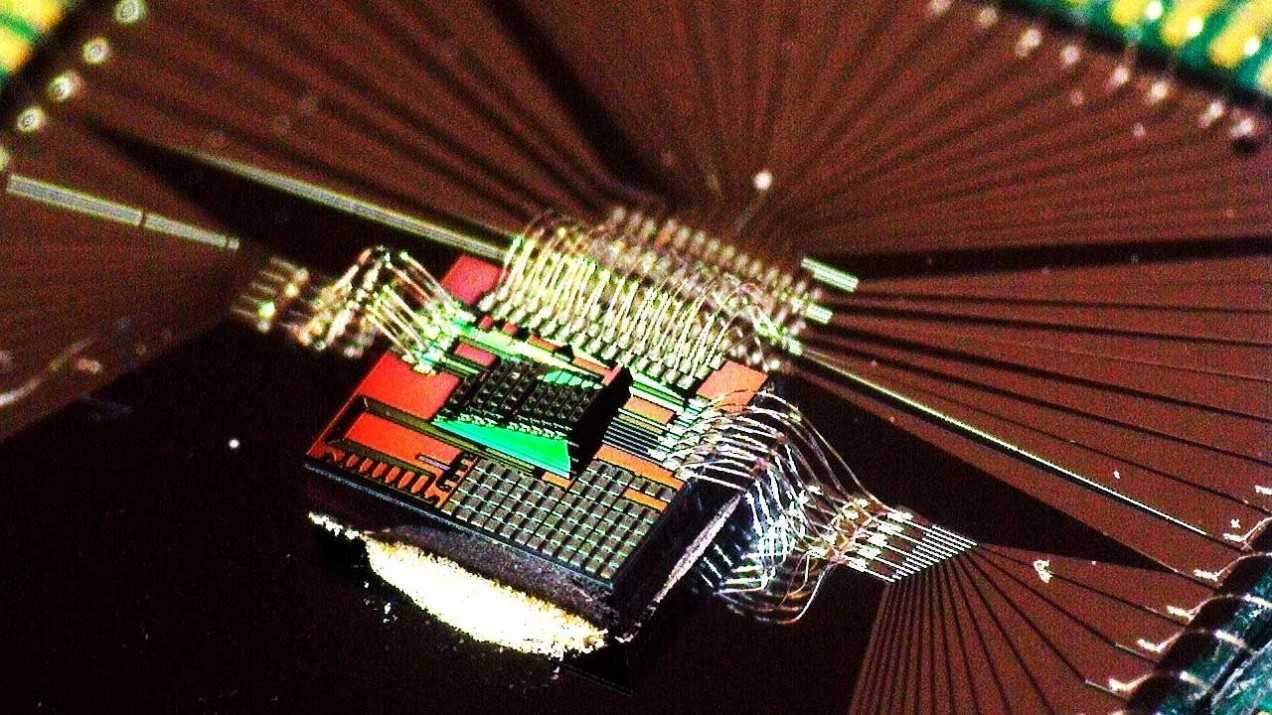 速度快能耗低 光导AI芯片企业获盖茨等近千万美元投资