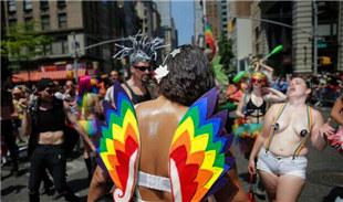 美国纽约举行同性恋骄傲大游行
