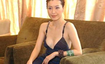 她婚后13天丧偶,当情妇4年嫁富豪,懒理老公绯闻