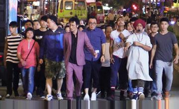 """""""靓坤""""吴镇宇带300人上街,市民怕得报警了…"""
