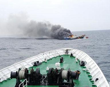 韩国海警向中国渔船投放爆音弹 致3名中国船员死亡