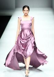 泛古典主义色彩登上中国国际时装周T台