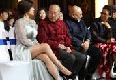 61岁刘晓庆在人群中很抢镜!