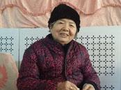 开封毛衣奶奶 8年织600多件毛衣送给孤残儿童和邻居