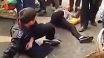"""城管与女贩闹市互飙演技 """"奥斯卡影帝影后""""诞生了"""