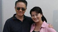 58岁李幼斌45岁妻子近照曝光