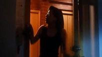现场:年轻女子穿睡衣开门拿外卖 陌生男持刀冲入
