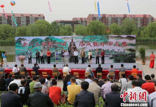 9日,由屈原第七十一代后裔屈学民出资兴建的长江以北首座屈原纪念馆--唐山屈原纪念馆举行开馆揭牌仪式.