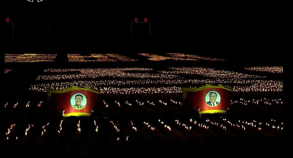 大场面!15万名朝鲜青年持火炬参加活动
