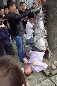 男子闯民宅推销手机 被误当拐童遭倒吊殴打