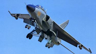 飞豹首在南海岛礁机场夜航 挂新导弹应对美威胁