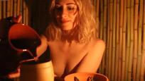 伦敦首家裸体餐厅开业食客饱眼福 美女记者亲自体验