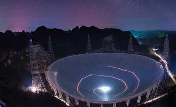 """中国""""天眼""""超级望远镜将安装完成 科幻夜照曝光"""