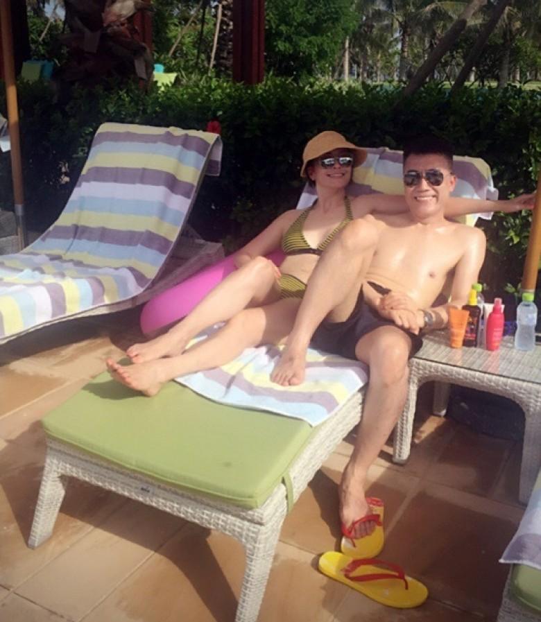 【有意思】47岁伍咏薇与老公秀恩爱 穿比基尼尽显凹凸曲线