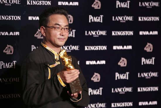 藏族著名导演机场重庆时时彩开奖直播被带走,期间到底发生了什么?