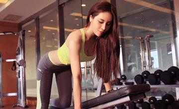 上海游戏女主播要跟河南50岁阿姨比身材