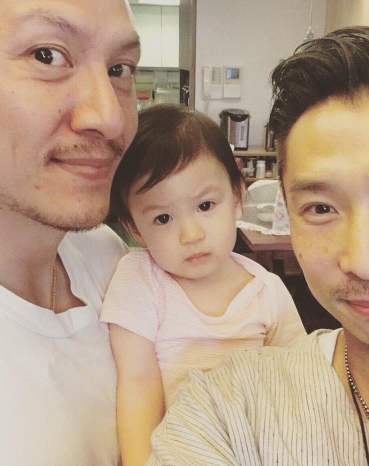 张震1岁女儿近照曝光 萌萌大眼睛像爸爸(图)【有看点】