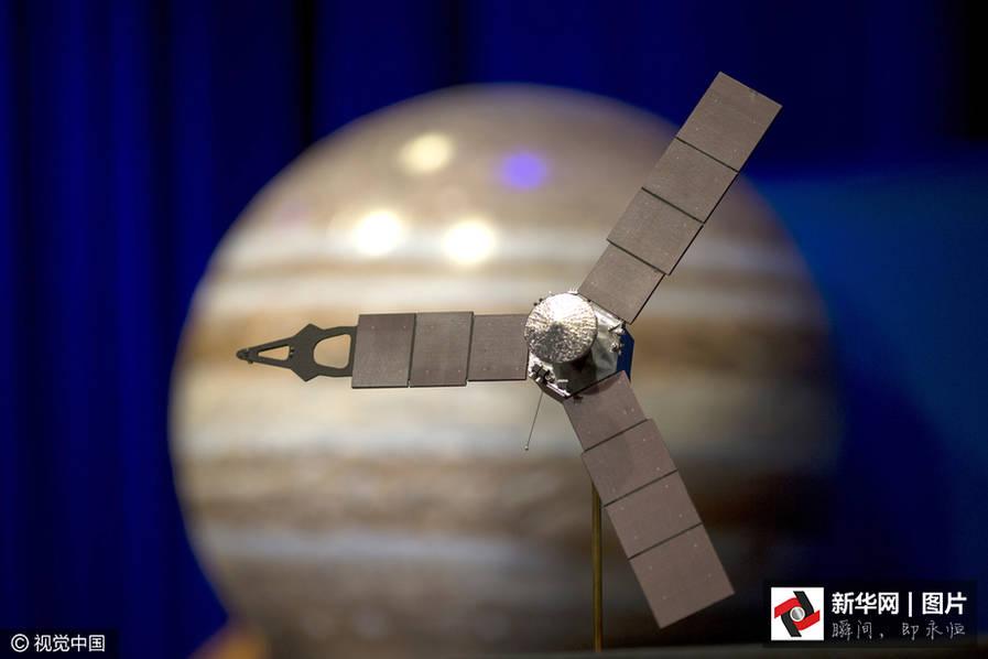 """美国""""朱诺""""探测器进入木星磁层 目前,点燃阶段结束,控制室确认主发动机已关闭。 据悉,朱诺号于2011年8月份被发射升空,并将在木星轨道运行至2018年2月。如果此次木星探测计划能够成功,NASA的研究人员可能会借此了解到更多太阳系的未知信息。"""