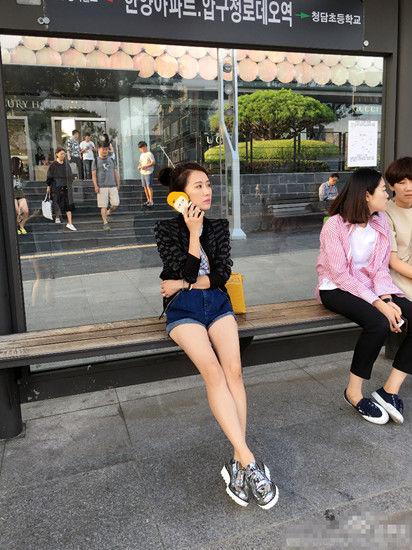 【有意思】李念韩国街头秀腿 引网友猜想再度合作欧巴