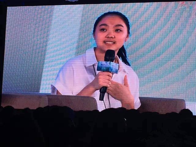 李连杰16岁女儿做公益谈海啸经历 大眼圆脸似利智【有看点】