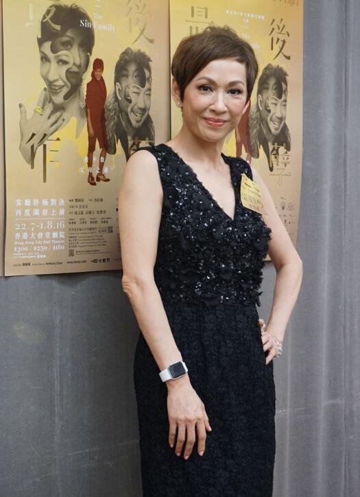 周润发前妻低胸装现身 57岁身材凹凸有致【有看点】