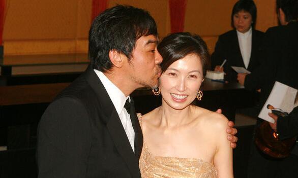 【有意思】刘青云飞机上求婚细节曝光 两个选择终抱得爱妻郭蔼明