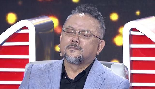 68岁王刚头发胡子全白 想起女儿当众痛哭(图)