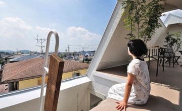 日本男人为少妇生二胎自建廉价阁楼,她进去后傻眼了!