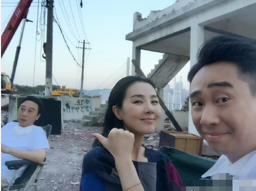 """【星娱TV】白凯南晒姜宏波杀青照 """"冯巩瘫""""实力抢镜(图)"""