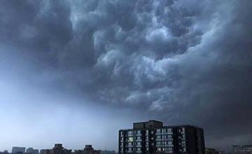 北京暴雨:黑云压城 交通瘫痪