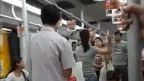 实拍上海地铁里两名女乘客因座位互撕 旁人都看不下去了
