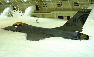 下雪天战机和泡沫更配 看美国海空军如何无害灭火